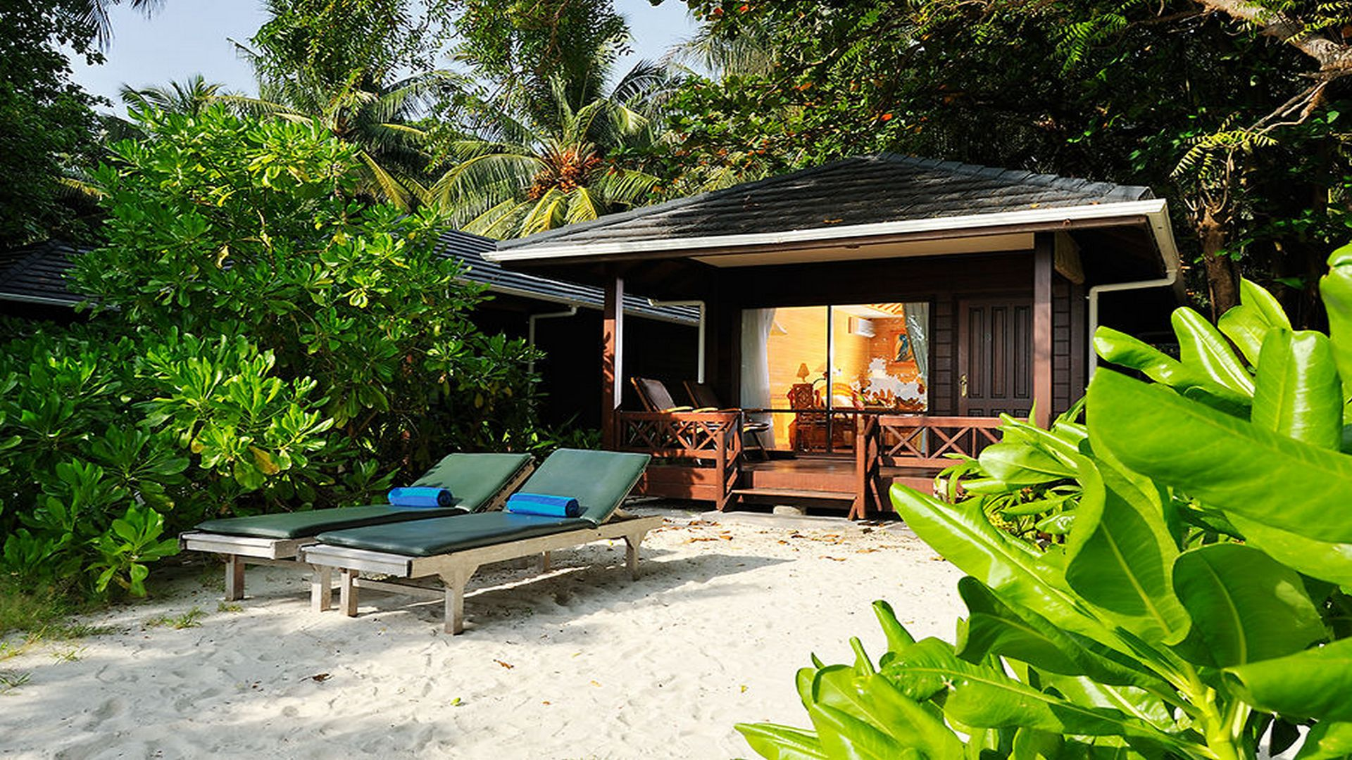 royal-island-beach-bungalow