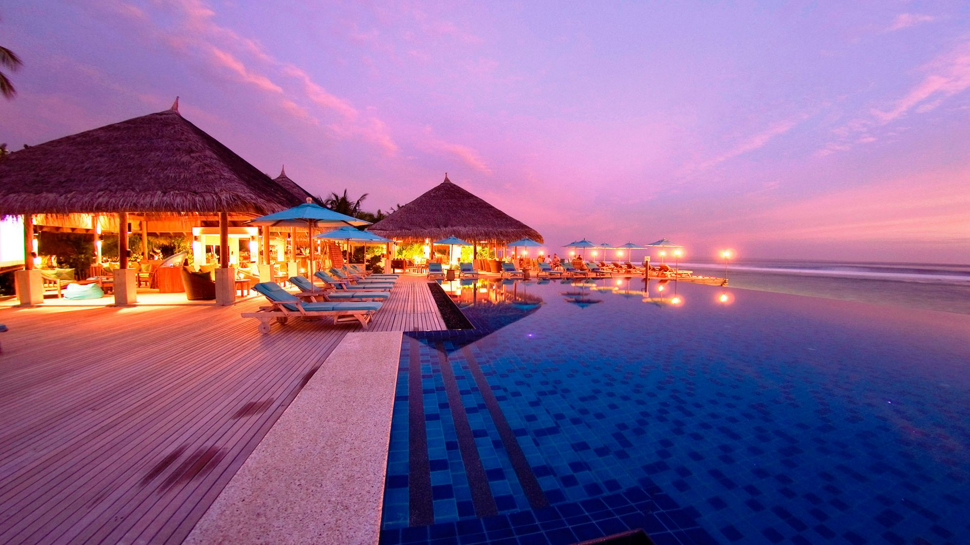anantara-dhigu-pool-sunset